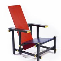 Gerrit Rietveld, Red and blue armchair, approx. 1918, beech wood and plywood 87.5 x 60 x 76 cm. Gemeentemuseum Den Haag
