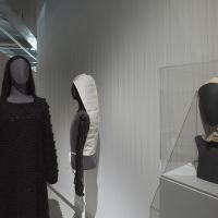 Yohji Yamamoto, Sweater dress, c.1990. Collection of the Modemuseum Hasselt.