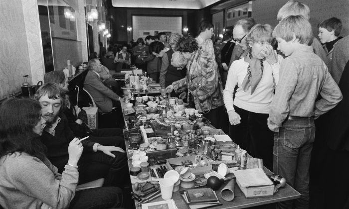 Collectors fair, Krasnapolsky Hotel, Amsterdam, 1980. Photo Hans van Dijk. Collection Anefo / Nationaal Archief.