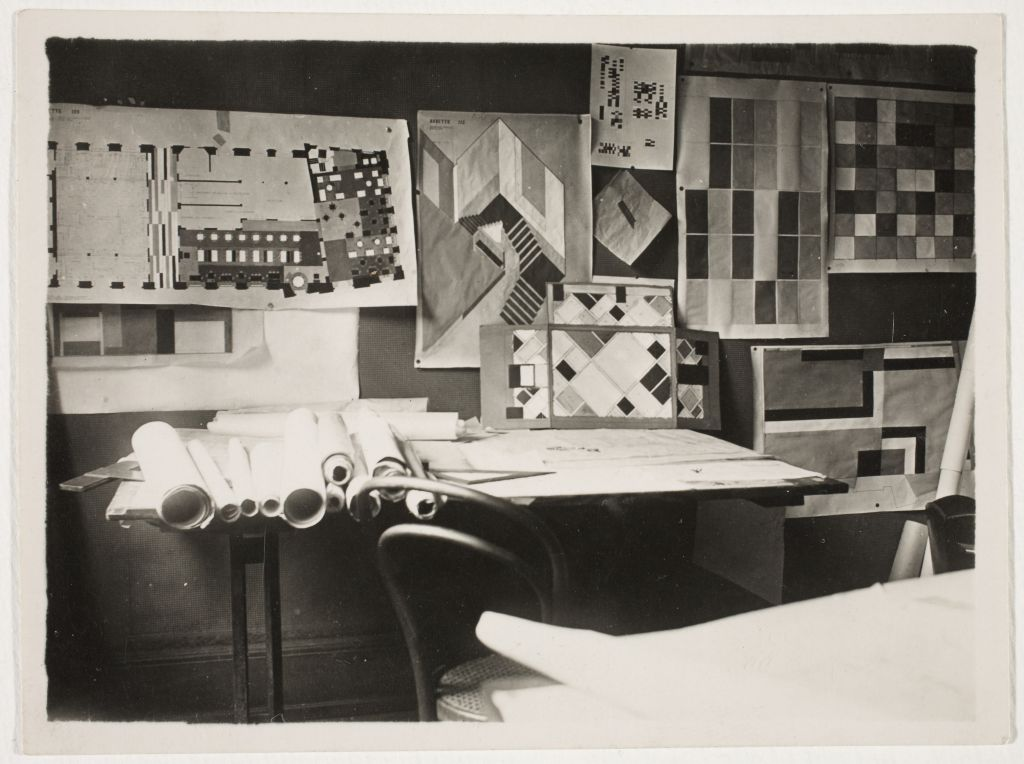 The model in Van Doesburg's studio at Place Kleber in Strasbourg, 1927. Archive of Theo and Nelly van Doesburg, Netherlands Institute for Art History (RKD).