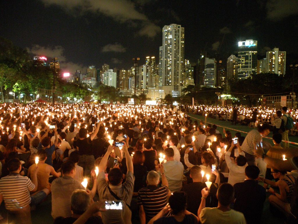 Candlelight vigil for the 26th anniversary of the June 4th incident in Causeway Bay, Hong Kong, 2015. Photo by Exploringlife (Own work) [CC BY-SA 4.0 (http://creativecommons.org/licenses/by-sa/4.0)], via Wikimedia Commons